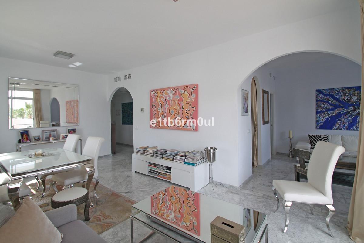Appartement Mi-étage en vente à The Golden Mile R3375028