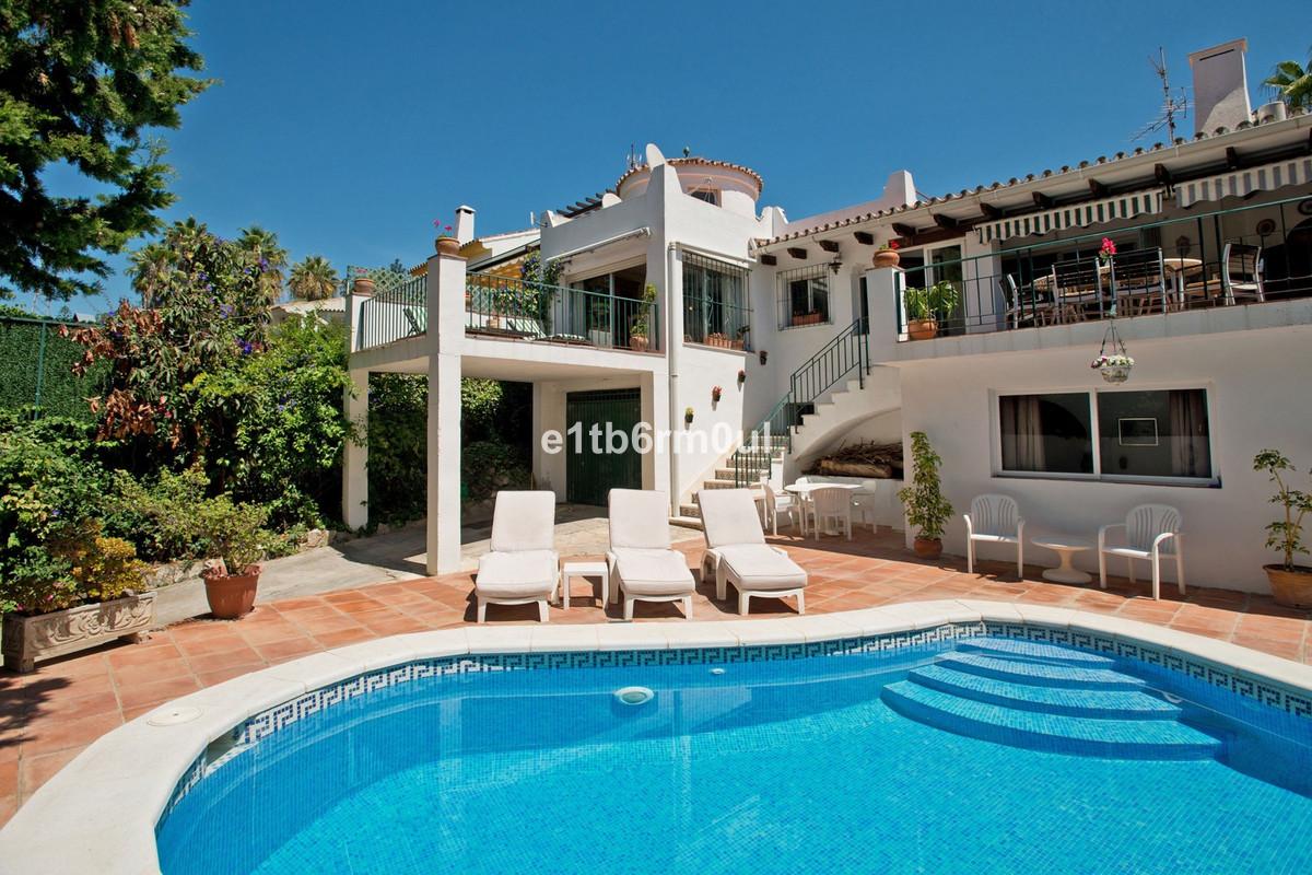 Fristående villa i Nueva Andalucía R3360022