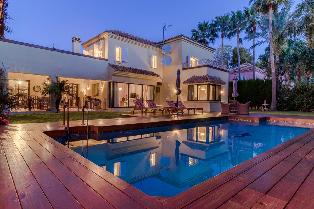 Villa en vente à Puerto Banús R3351205
