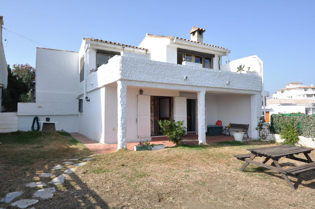 Villa Detached Estepona Málaga Costa del Sol R3510208