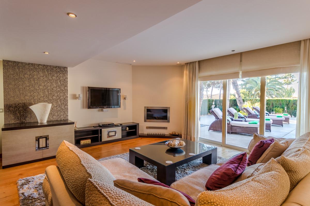 Villa con 4 Dormitorios en Venta Cabopino