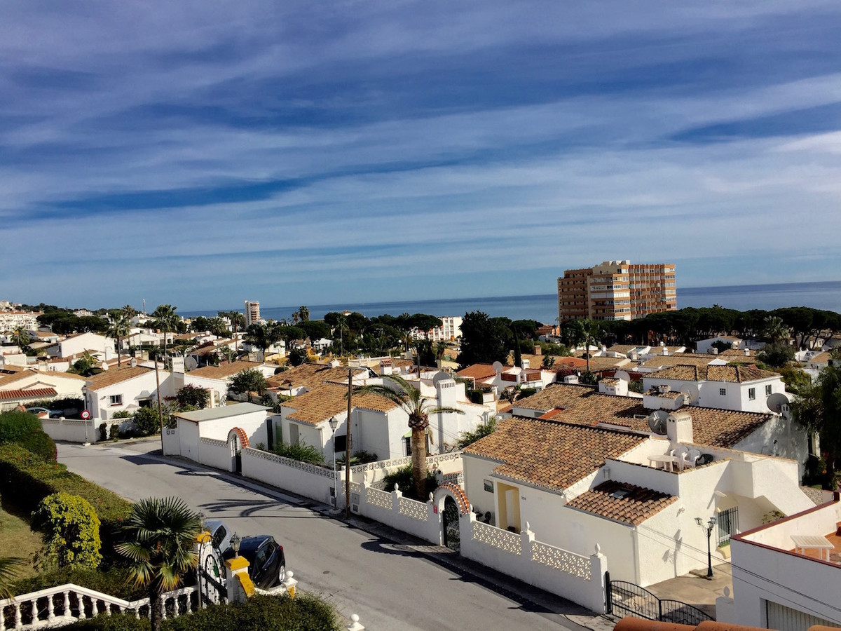 Lovely townhouse - with good sea views - for sale in Calypso, lower Calahonda, with walking distance,Spain