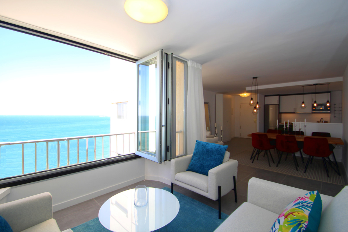 Fabulous Front line 3 bedroom 2 bathroom apartment finished to the highest standards situated on Fue,Spain