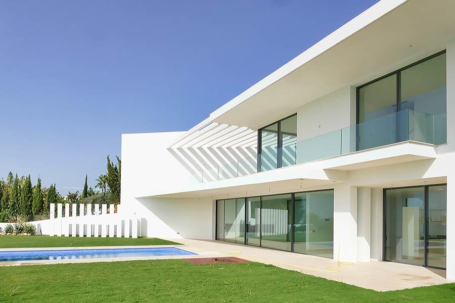 An exceptional modern design villa set in the beautiful area of Benahavis , La Alqueria. Just a few ,Spain