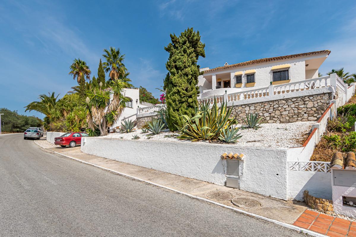 A detached single-storey house on a large plot in Cerros de Aguila This is a beautiful villa built o,Spain