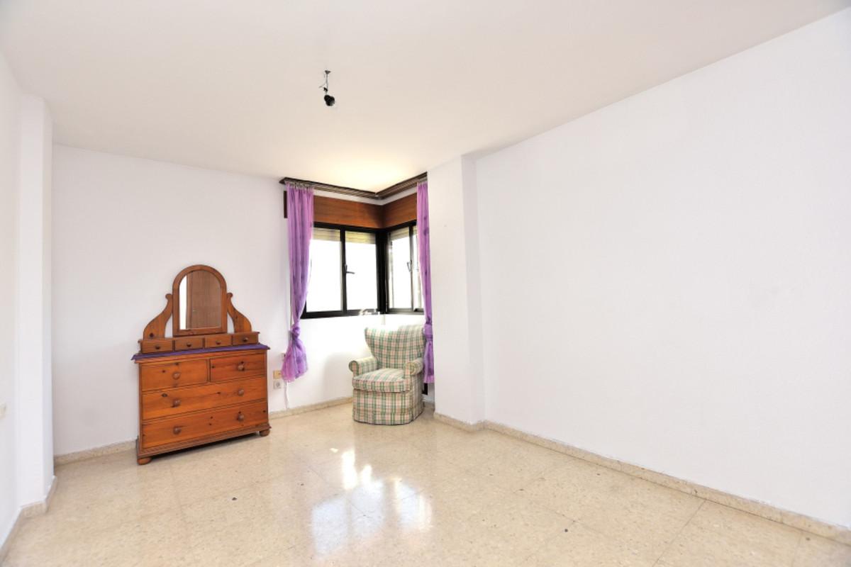 Apartment Middle Floor Fuengirola Málaga Costa del Sol R3585283 6