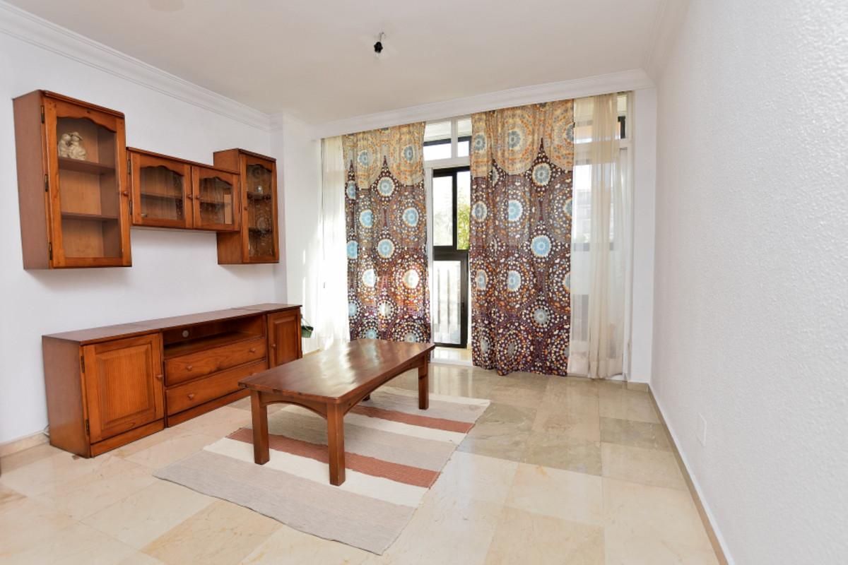 Apartment Middle Floor Fuengirola Málaga Costa del Sol R3585283 9