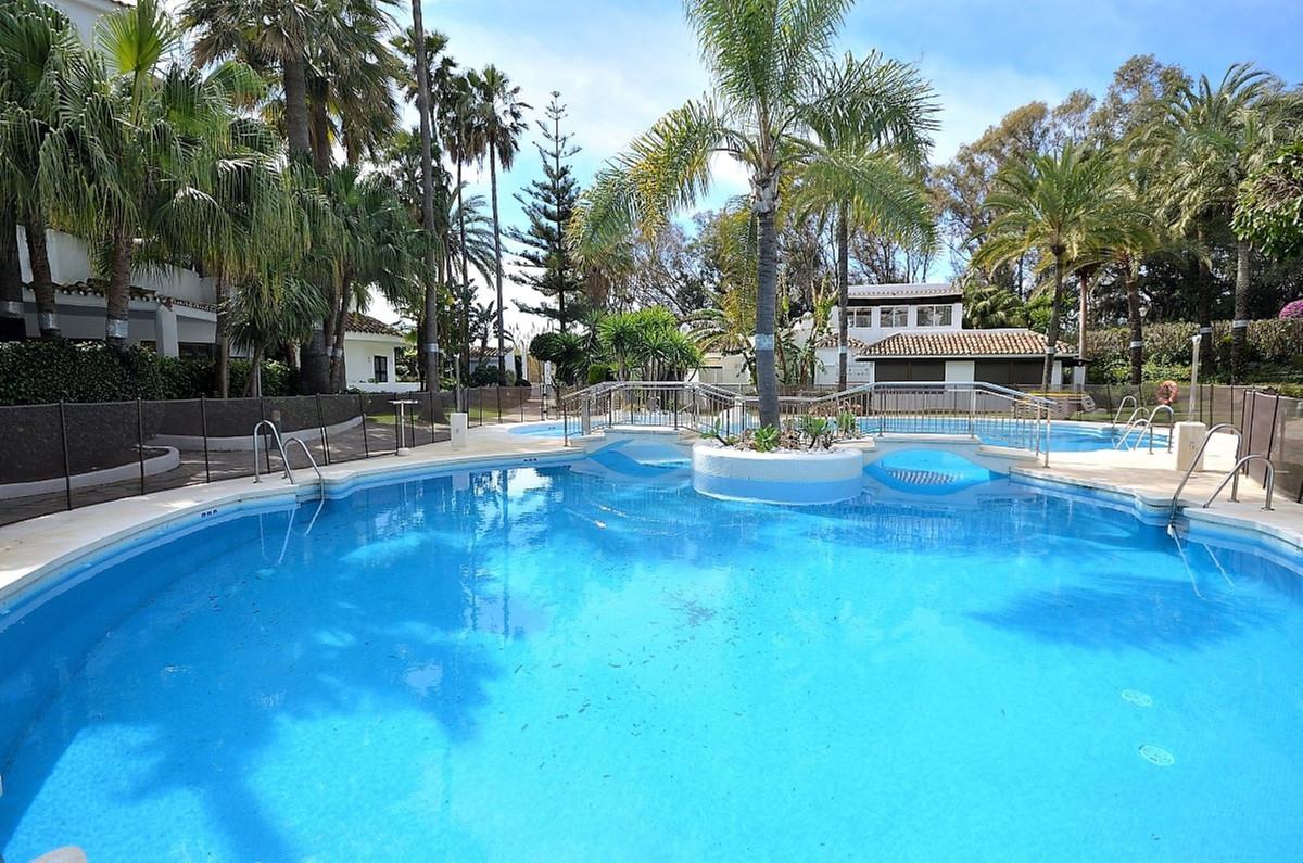 Fantastic apartment in beachfront complex. Spacious 3 bedroom apartment located in popular Golden Be,Spain