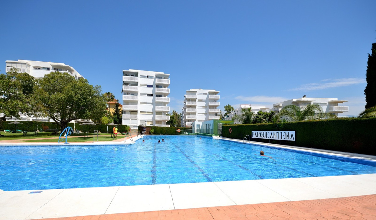 Superb apartment with sea views in Guadalmansa, Estepona. This fine apartment has 3 bedrooms, is Sou,Spain