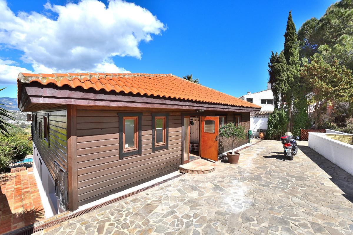 Villa 6 Dormitorios en Venta Cerros del Aguila