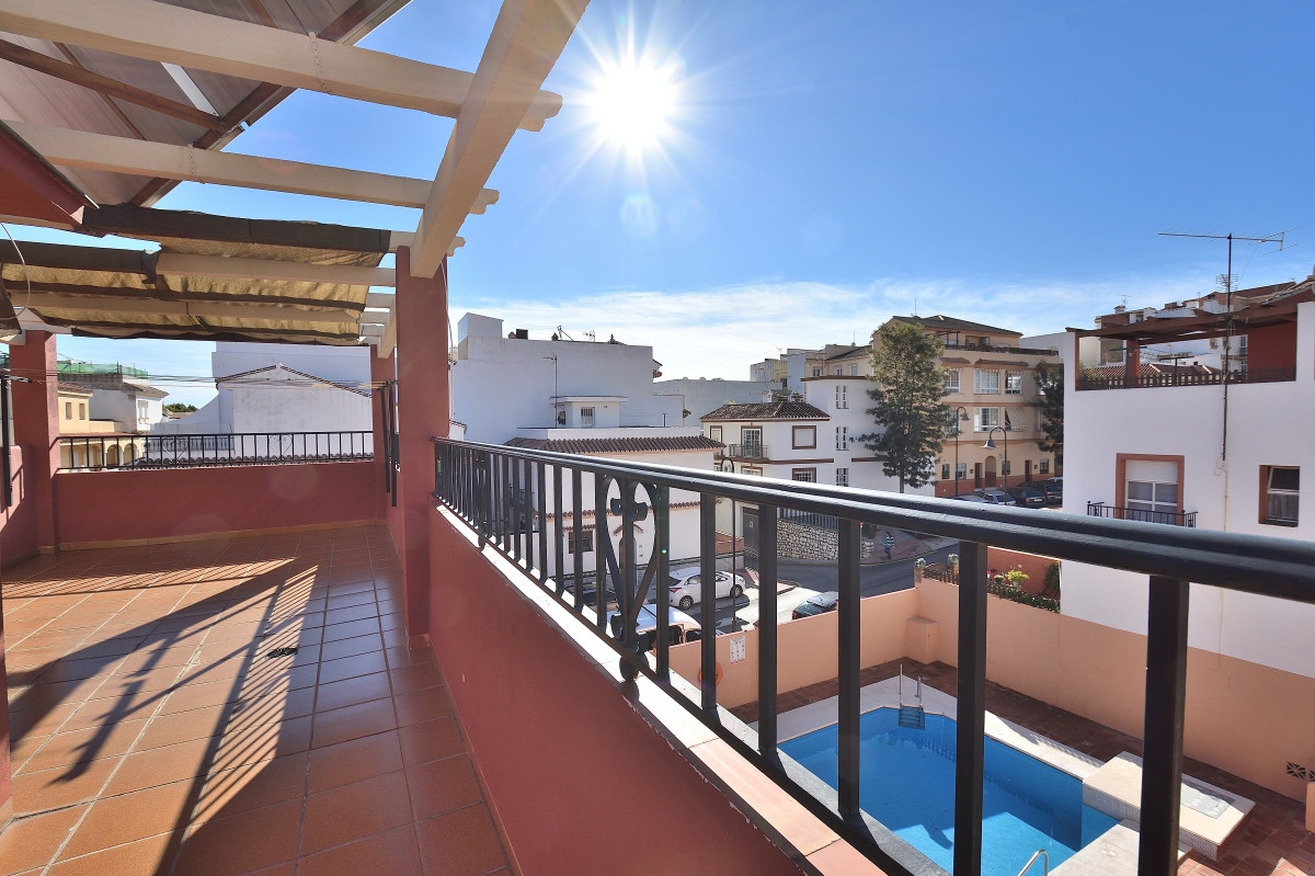 This nice townhouse is located in a quiet area of Las Lagunas district, close to all amenities. The ,Spain