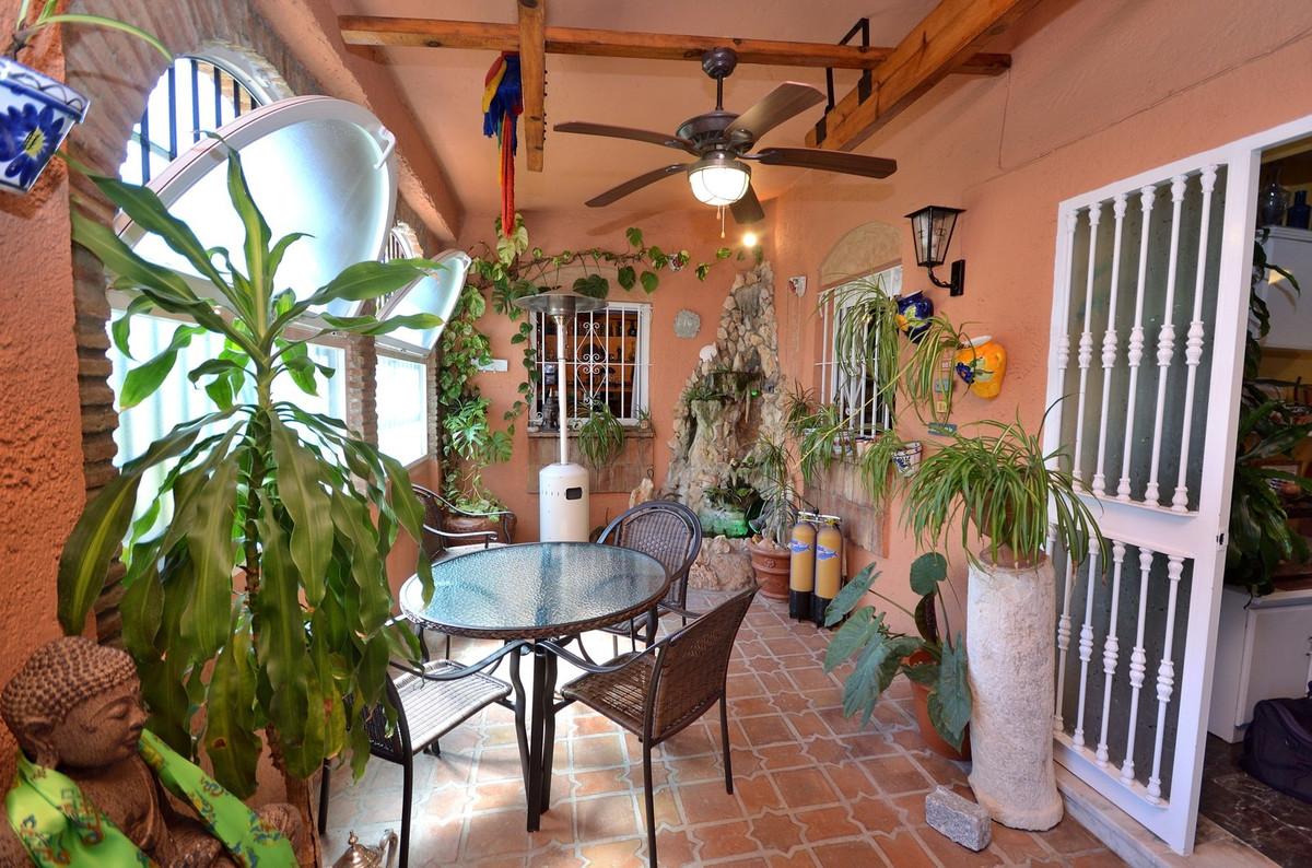 Charming garden apartment a short walk to the beach in La Carihuela, Torremolinos. This 2 bedroom ap,Spain
