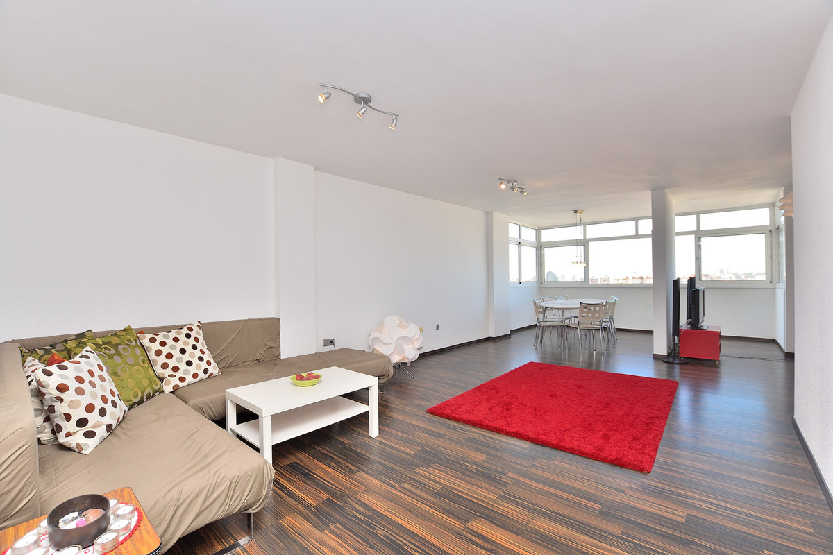 Nice apartment with walking distance to Fuengirolas center which offers many bars, restaurants and s,Spain