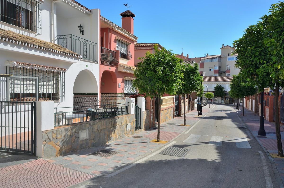 Residential Plot in Fuengirola R3438100
