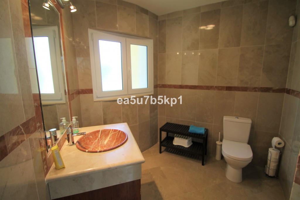 4 Bedroom Detached Villa For Sale New Golden Mile