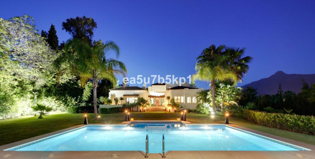 Detached Villa for sale in Nueva Andalucía R3905761