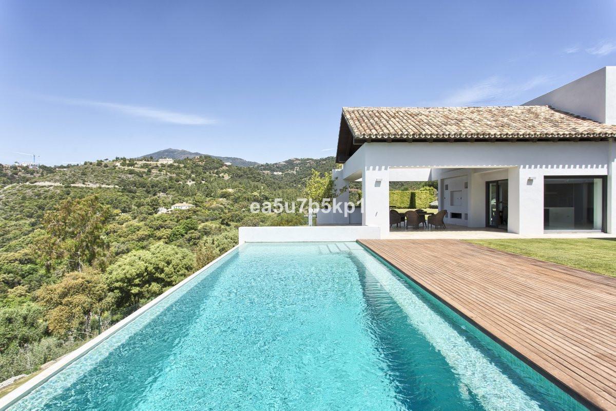Detached Villa in Los Arqueros R2896334