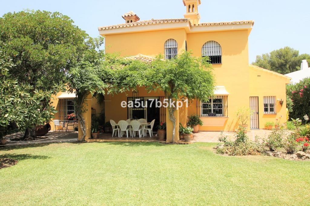 Villa for sale in Guadalmina Alta - San Pedro de Alcantara Villa - TMRO-R3221926