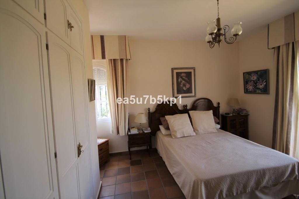 Villa con 4 Dormitorios en Venta Guadalmina Alta