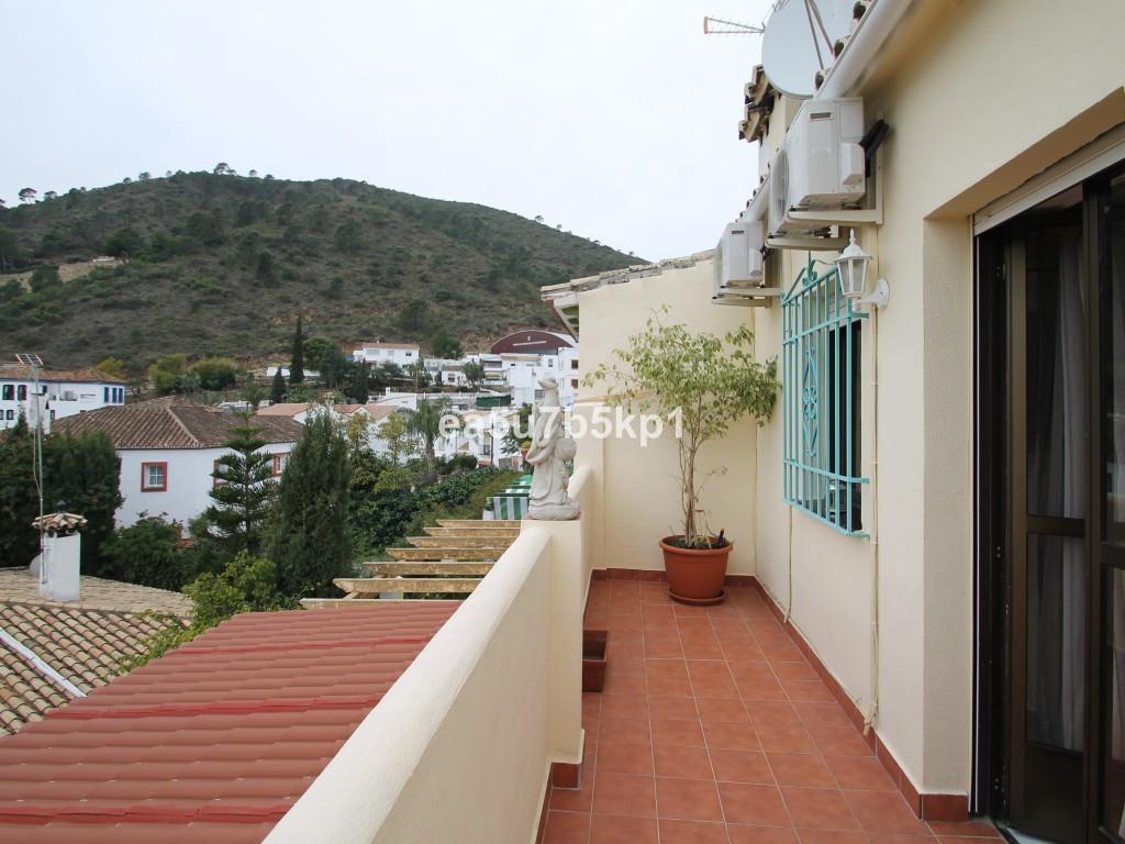 3 Bedroom Townhouse For Sale Benahavís, Costa del Sol - HP3336421