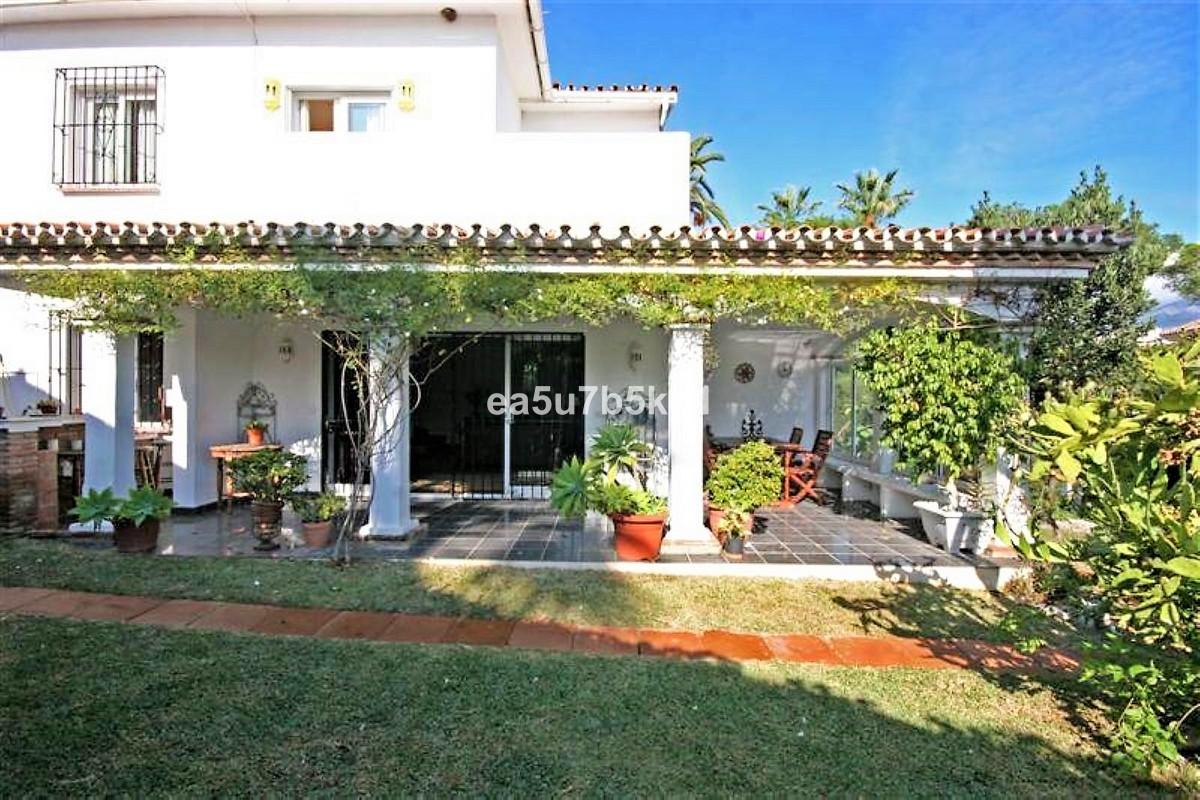 Villa for sale in Nueva Andalucia - Nueva Andalucia Villa - TMRO-R3205546