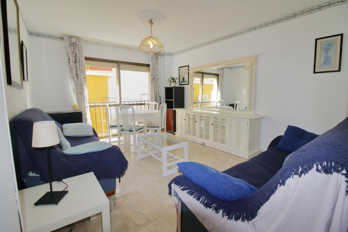 Middle Floor Apartment, Fuengirola, Costa del Sol. 2 Bedrooms, 1 Bathroom, Built 76 m².  Setting : B,Spain