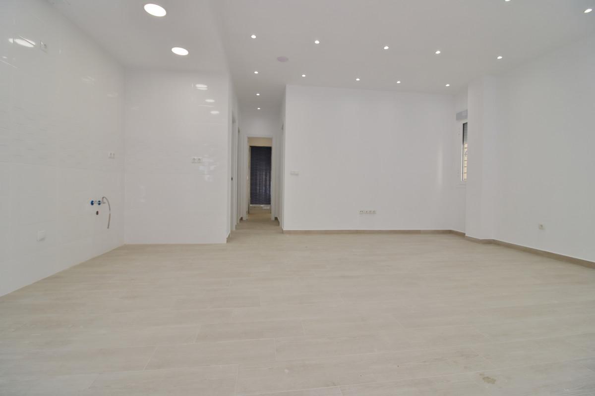Ground Floor Apartment, Fuengirola, Costa del Sol. 2 Bedrooms, 2 Bathrooms, Built 66 m².  Setting : ,Spain