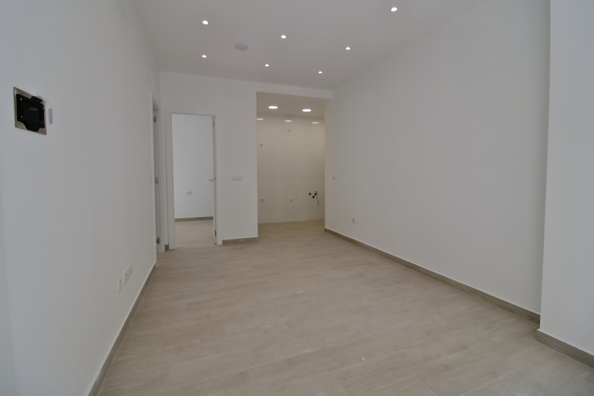 Ground Floor Apartment, Fuengirola, Costa del Sol. 2 Bedrooms, 2 Bathrooms, Built 46 m².  Setting : ,Spain