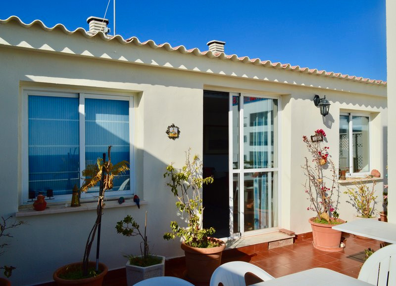 REDUCED PRICE FOR A QUICK SALE Top floor apartment on the 5th floor with elevator. The apartment has,Spain