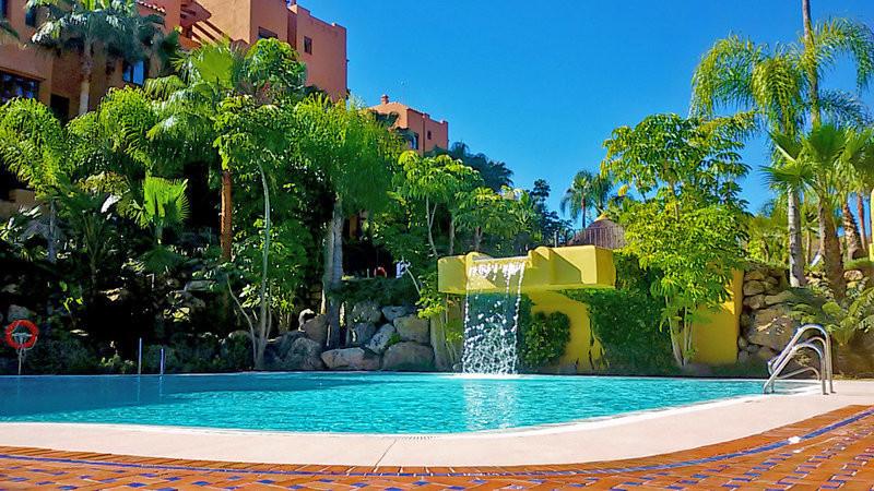 Middle Floor Apartment in Puerto Banús R3041870