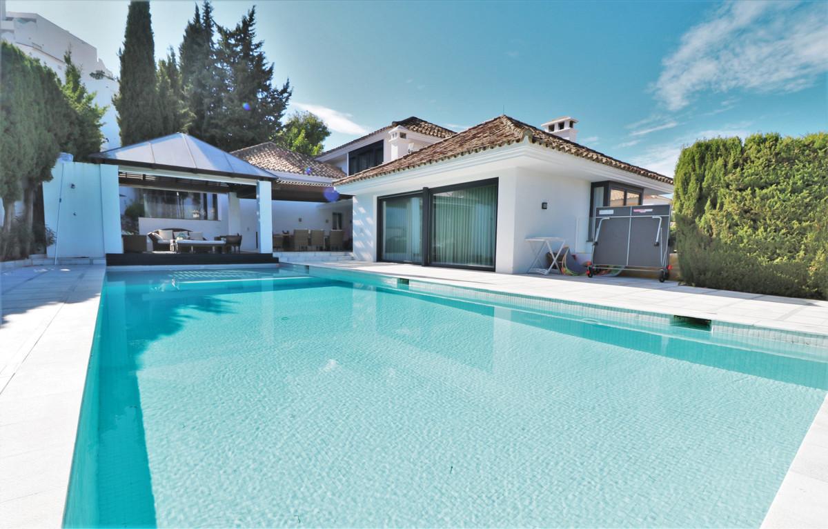 Detached Villa for sale in Nueva Andalucía R3794398