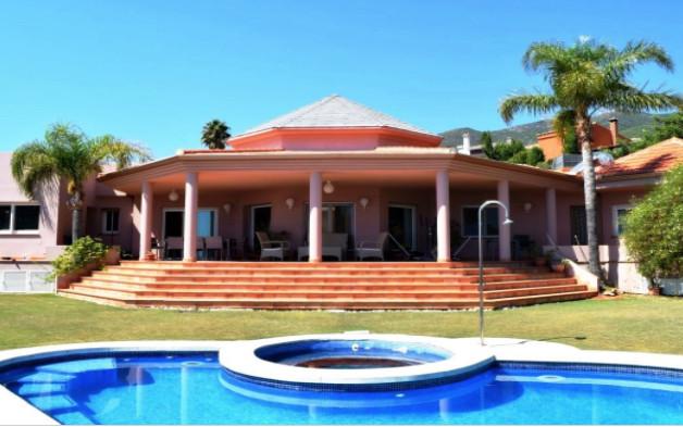 Villa 5 Dormitorios en Venta Benalmadena Pueblo
