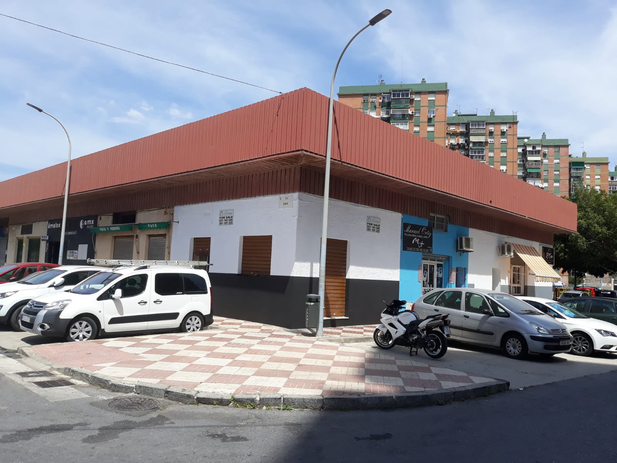 Corner Commercial property for scale located in the residential area El Copo, Malaga.  Se vende loca,Spain