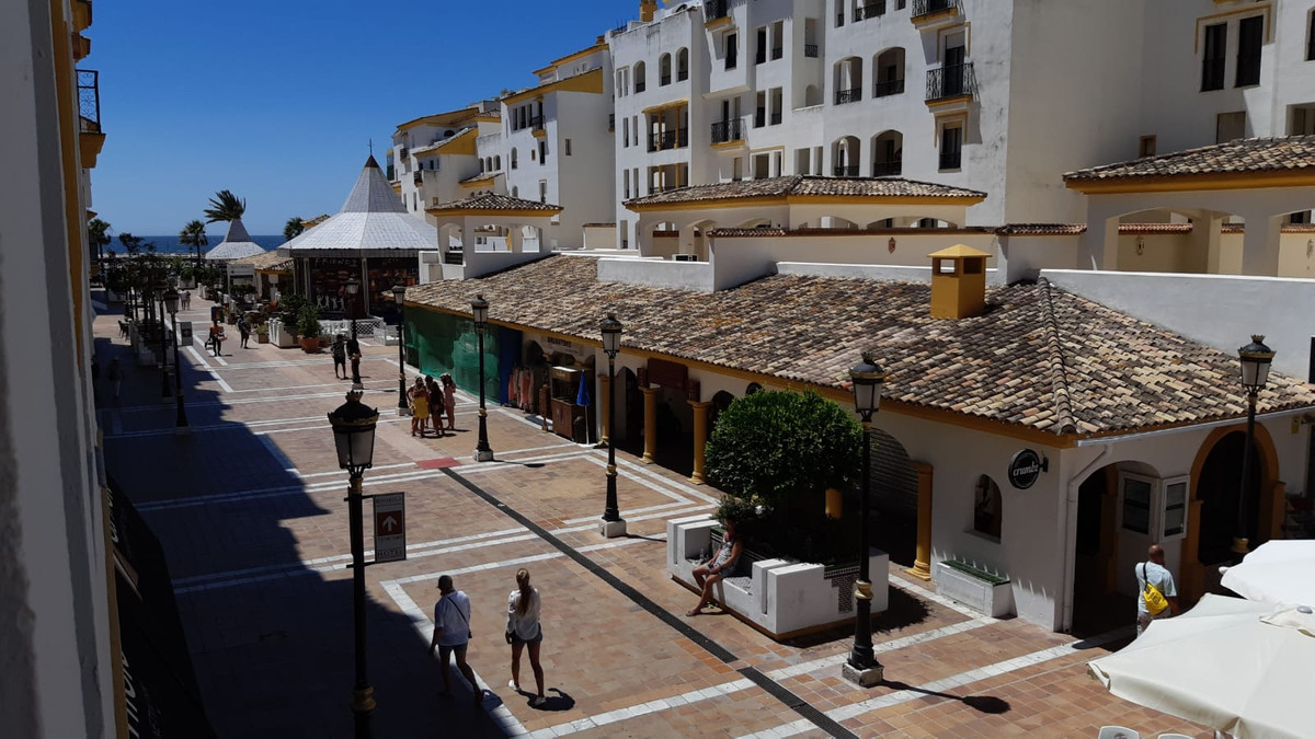 PRICE REDUCED  FOR QUICK SALE.  Set in the heart of Puerto Banus this Benabola apartment of 145m2 ha,Spain