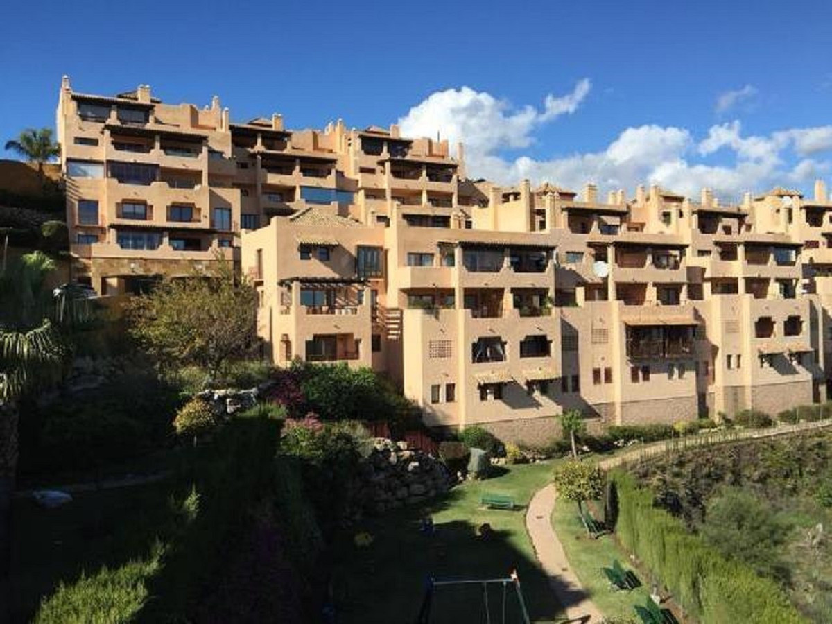 Great and sunny penthouse with 3 bedrooms and 2 bathrooms in the highest area of  Calahonda en Mijas,Spain