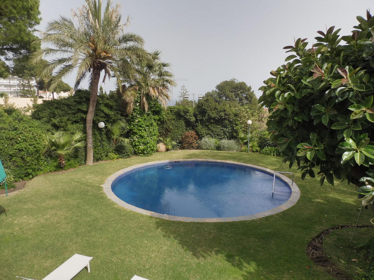 Villa con 14 Dormitorios en Venta Torremolinos