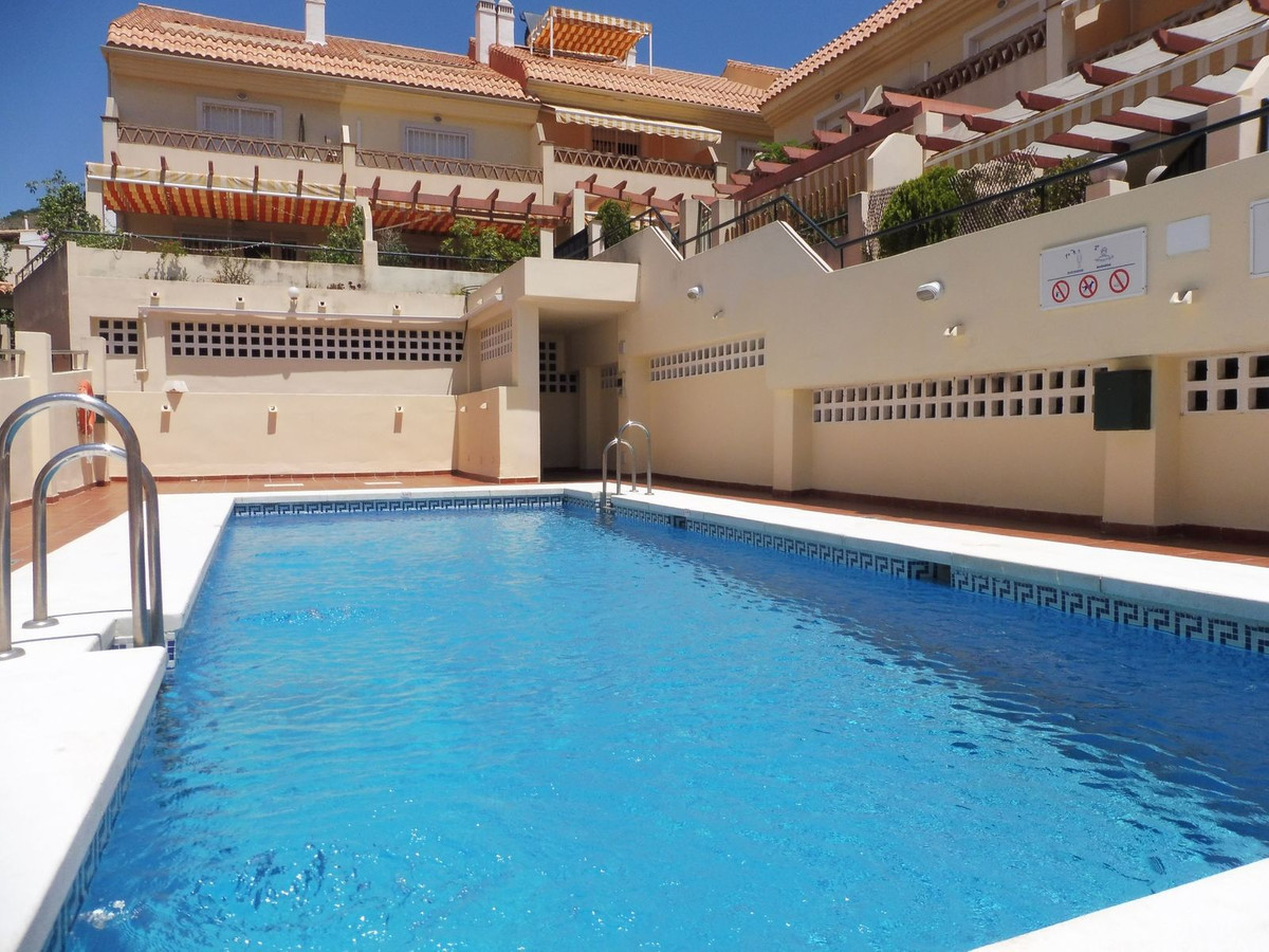 Semi-detached house for sale in Arroyo de la Miel. This well -presented detached house offers a livi,Spain