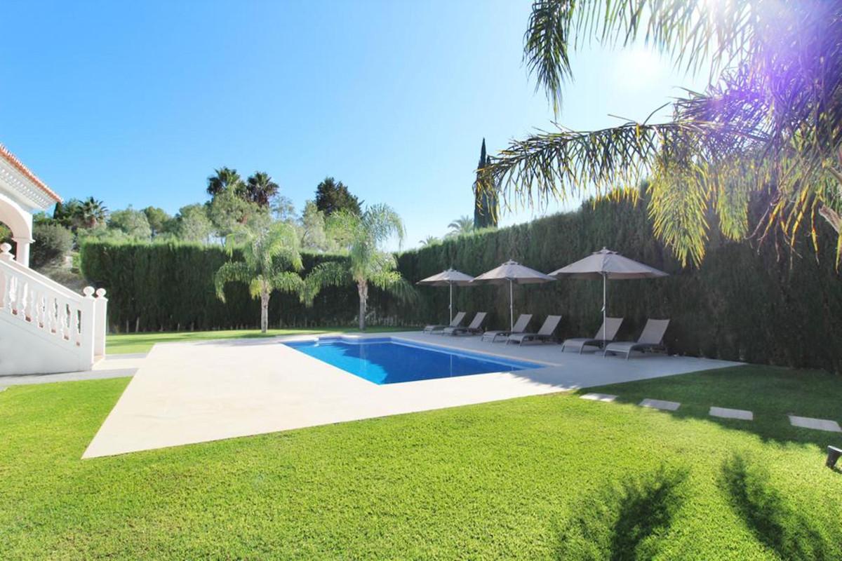 Detached Villa for sale in Puerto Banús R3811732