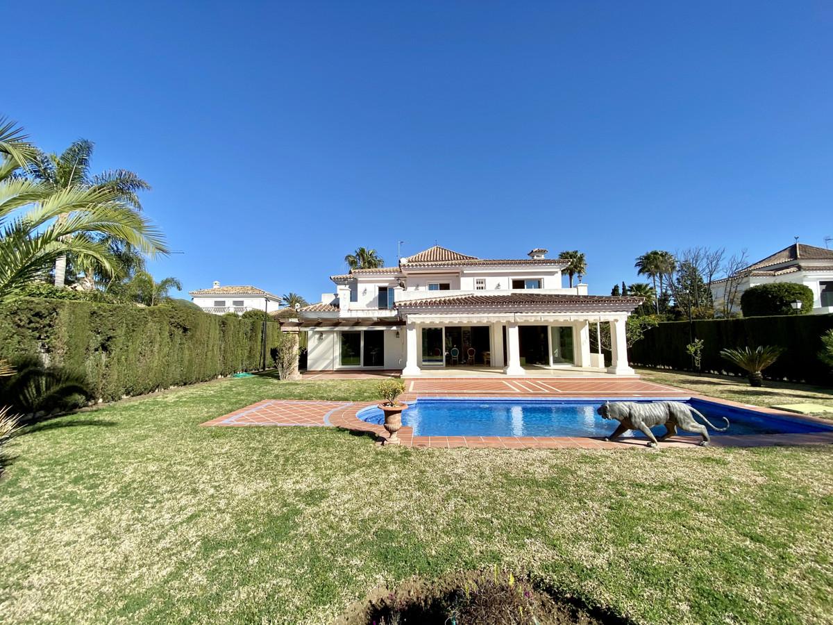 Detached Villa for sale in Guadalmina Baja R3826879