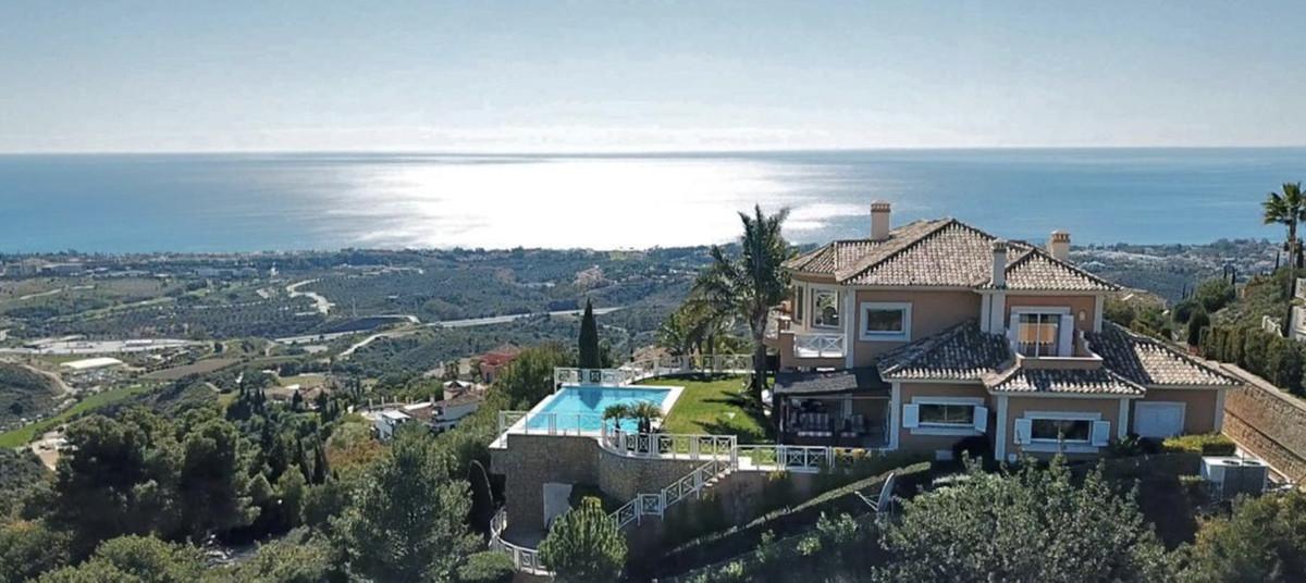 Unique opportunity, impressive villa located in an exclusive zone denominated Los Altos de los Monte,Spain