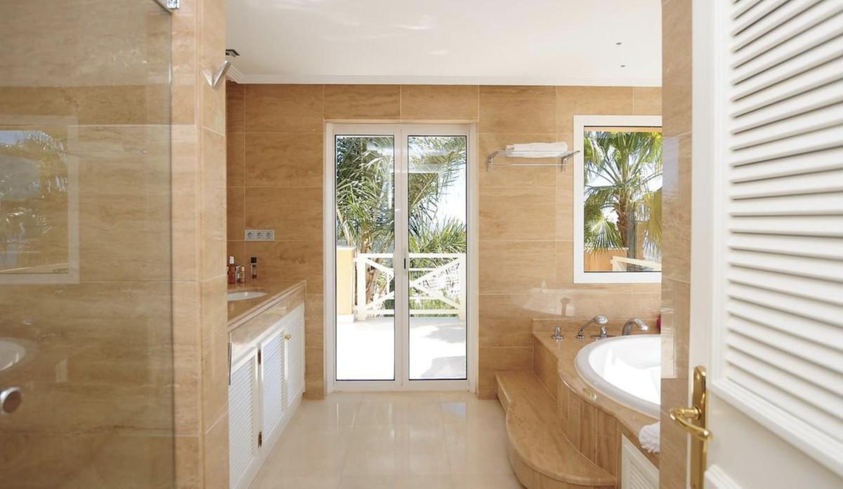 House in Altos de los Monteros R3418693 17