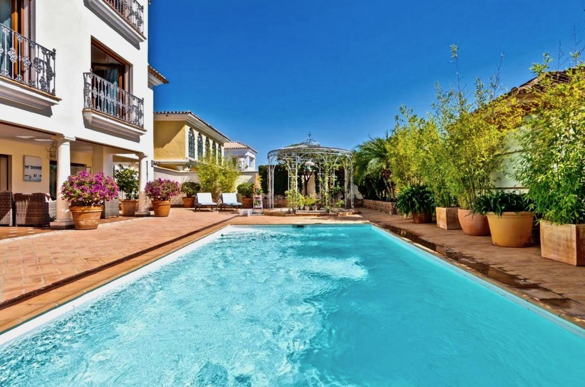 Vrijstaande Villa te koop in Marbella R3918799