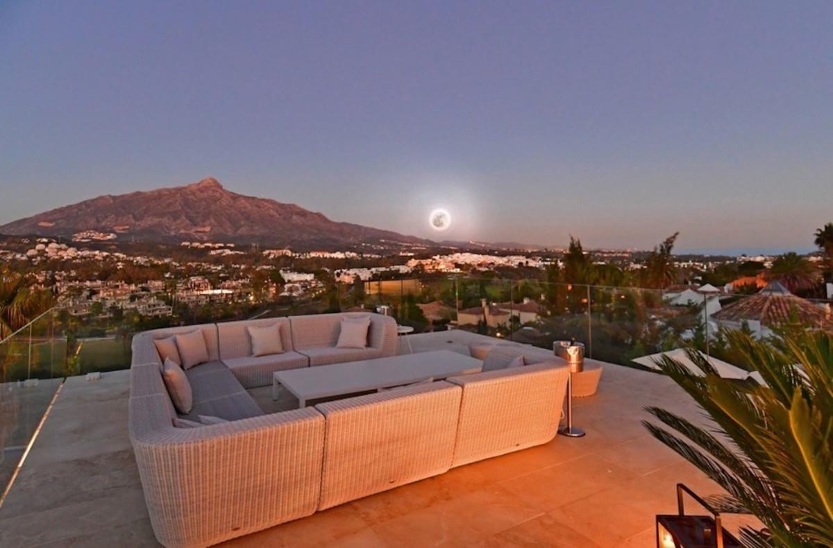 Vrijstaande Villa te koop in Nueva Andalucía R3532768