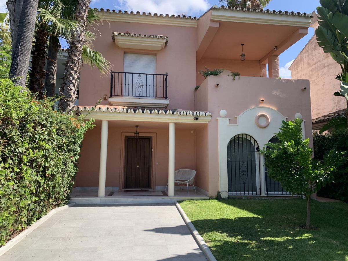 Unifamiliar Pareada 5 Dormitorio(s) en Venta Marbella