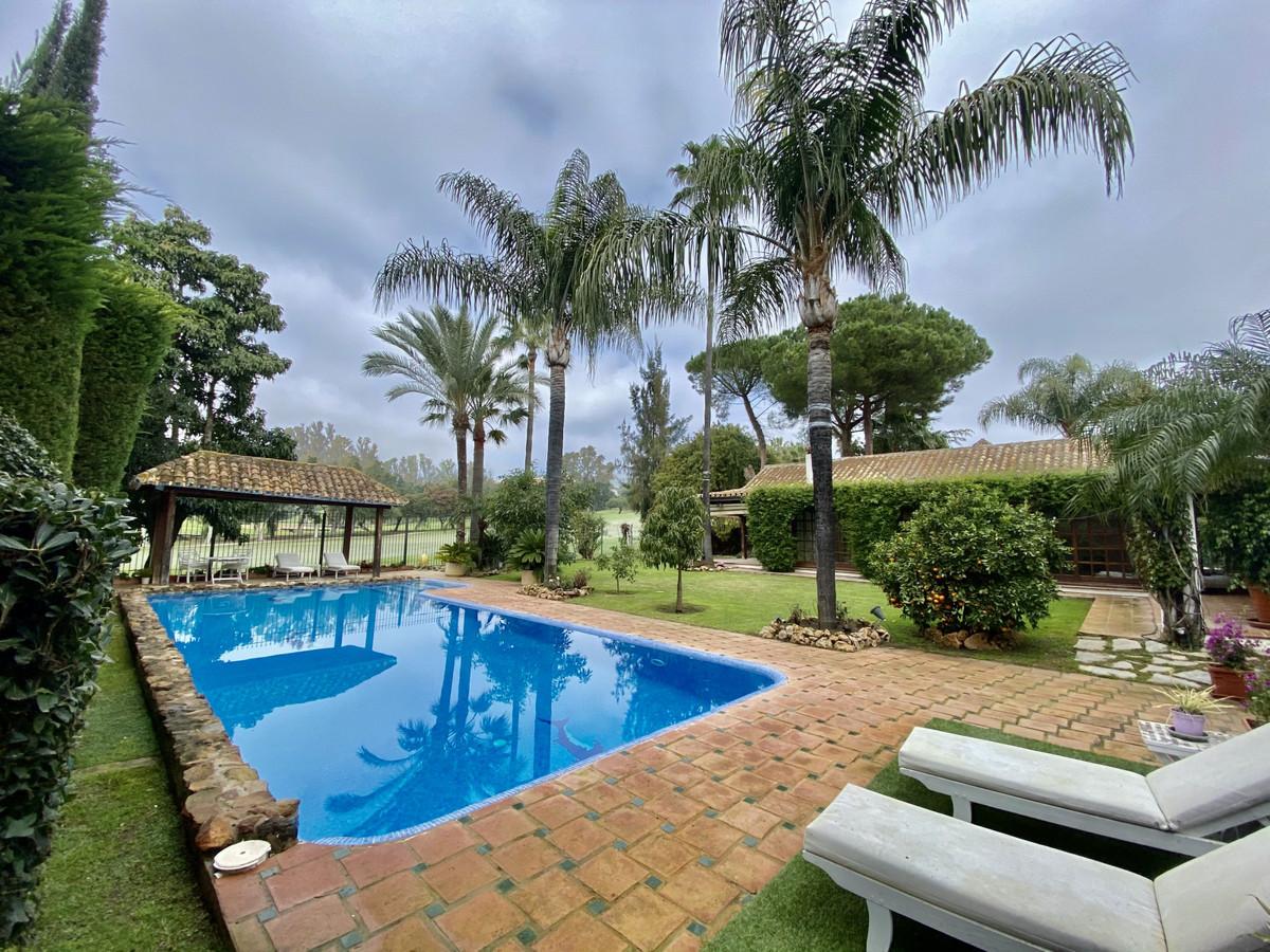 Villa Til salgs i Nueva Andalucía R3531454