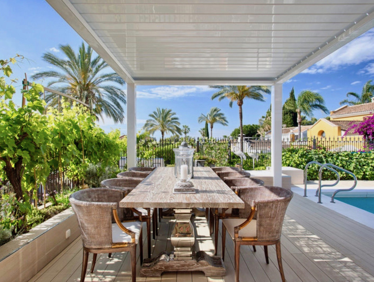 Top quality classical style 4 bedroom 4 bathroom Villa with lovely sea view. The beautiful location ,Spain