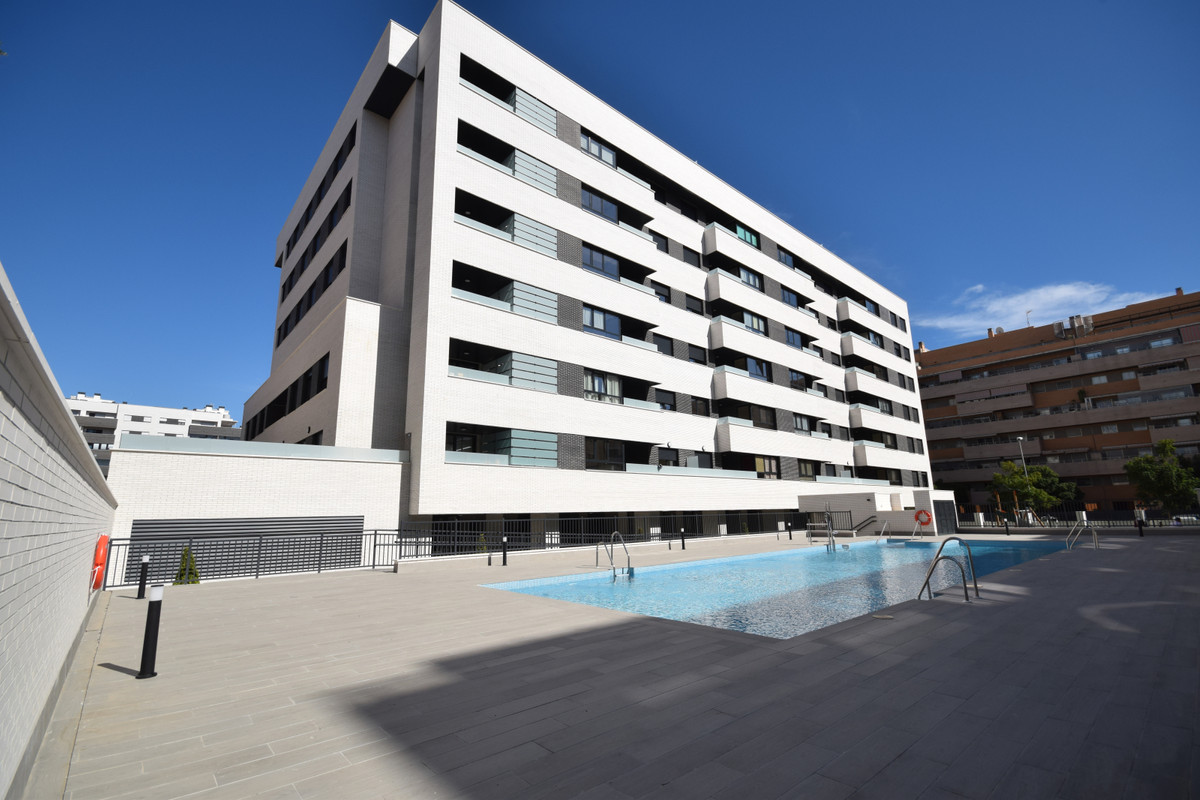 Due to the owner's transfer this new flat is for sale, 5 min from the beach, Quiron hospital, M,Spain