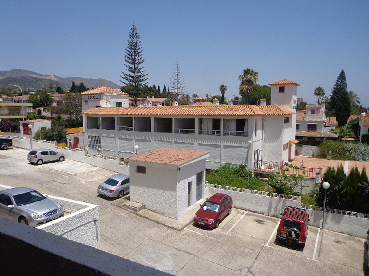 There are 2 properties on offer which must be sold together. Both properties were owned by a well re,Spain
