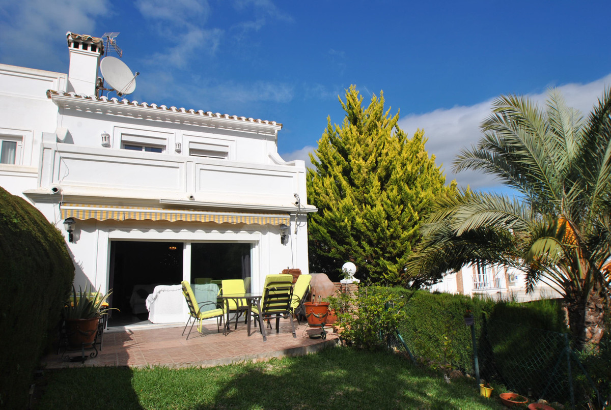 A large end of row townhouse in a great location in lower Calahonda, within easy walking distance of,Spain