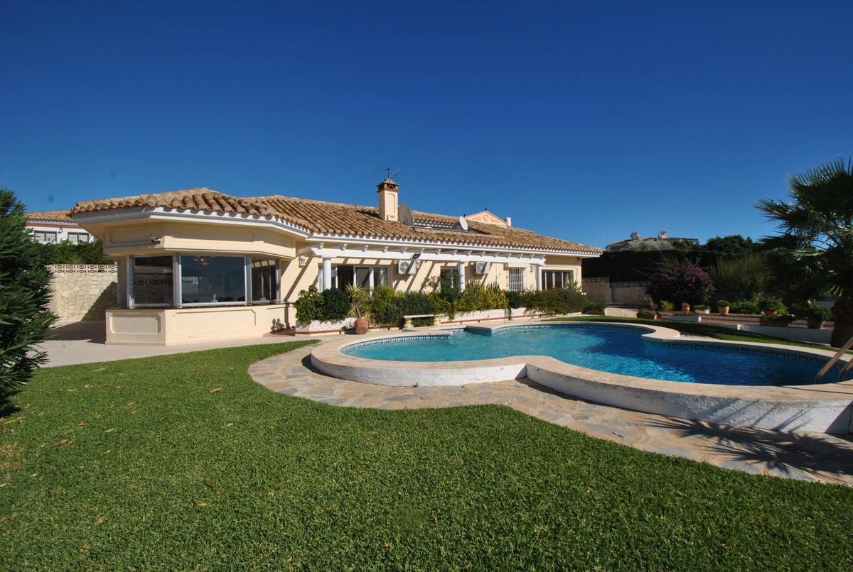 Detached Villa in Riviera del Sol R3265621